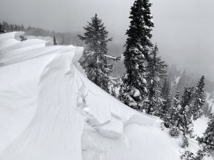 Crown of the large avalanche in Gunsight Bowl.