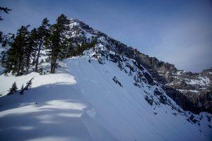 Large avalanche crown on N side of Melakwa Pass
