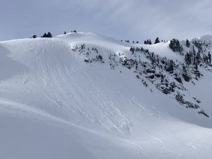 Skier-triggered loose dry sluffs in Mazama Bowl (N, 5600ft)